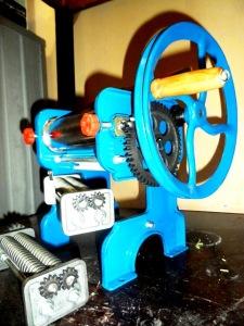 mesin giling biru kecil